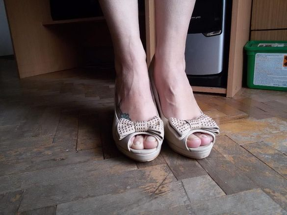 Бежави обувки с платформа
