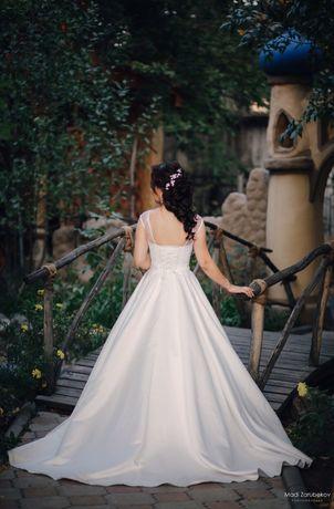 Продам свадебное платье из королевского атласа