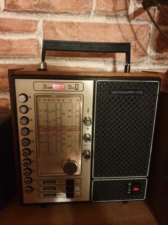 Radio sovietic vechi,vintage Meridian 210