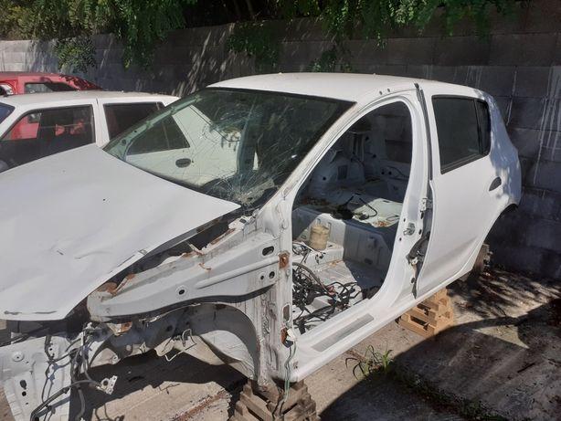 Piese din dezmembrări elemente de caroserie Dacia Sandero