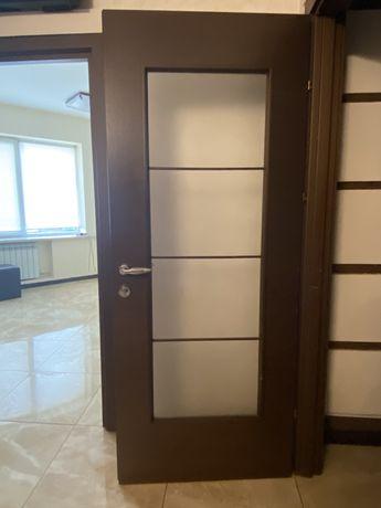 Двери 9 шт из них 2 - 70-ки, 5 шт 80 см. глухие, 2 остекленные