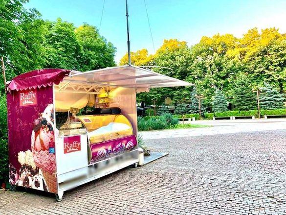 Сладолед витрина тип Рафи + павильон