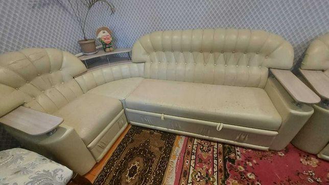 Продам большой диван с креслом