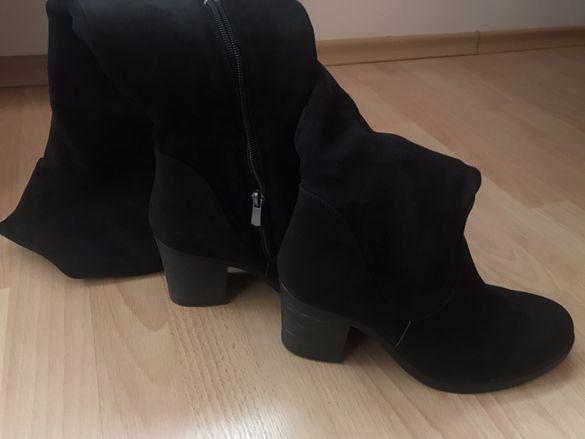 Дамски велурени ботуши с дебел ток