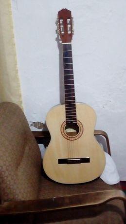 Гитара, и чихоллл