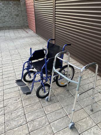 Инвалидное кресло и ходунки