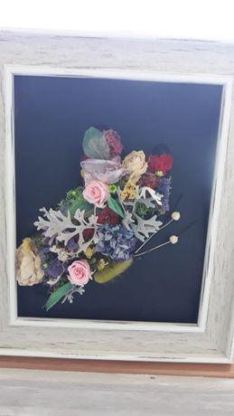 Cadou cu flori uscate si trandafir criogenat