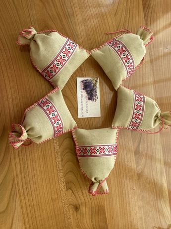 Saculeti motiv traditional cu lavanda