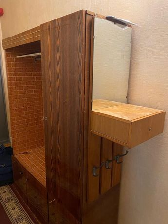Шкаф в прихожую и  вешалку с зеркалом