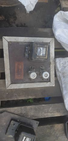 Табла с електромер и бушони