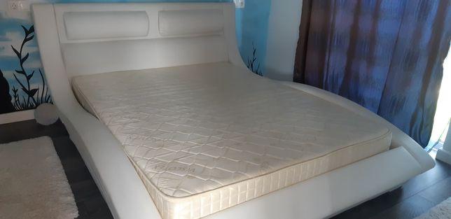 Vand pat dormitor