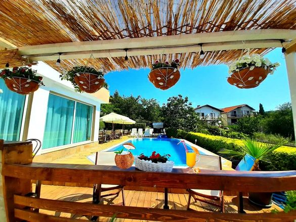 Морски релакс -само на 5 мин от плажа,басейн,барбекю и красива градина
