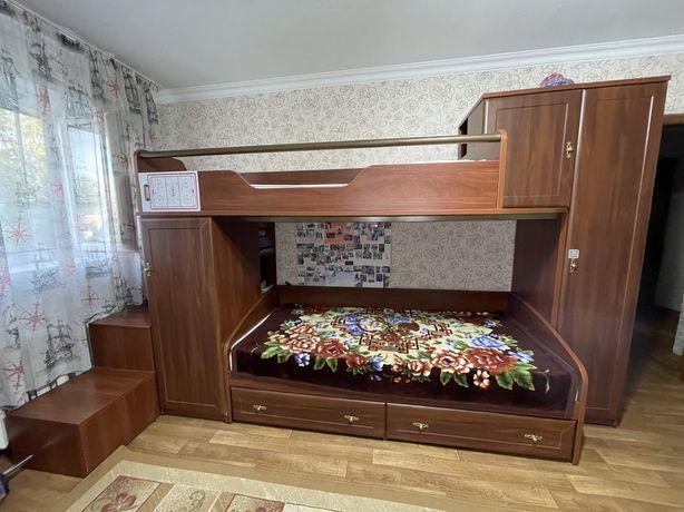 Продам спальный гарнитур в детскую