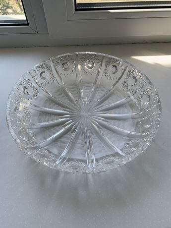 Продам хрустальную вазу под фрукты