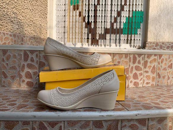 Пролетни бежави обувки