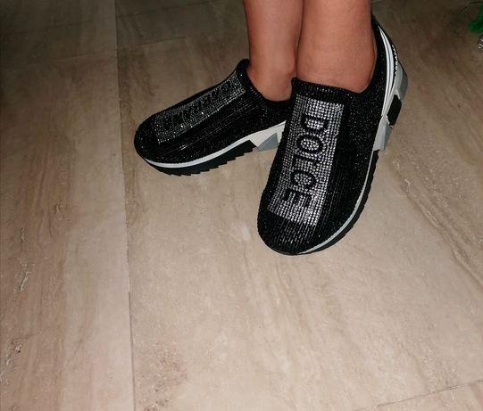 Adidasi dama D&G reduși la pret