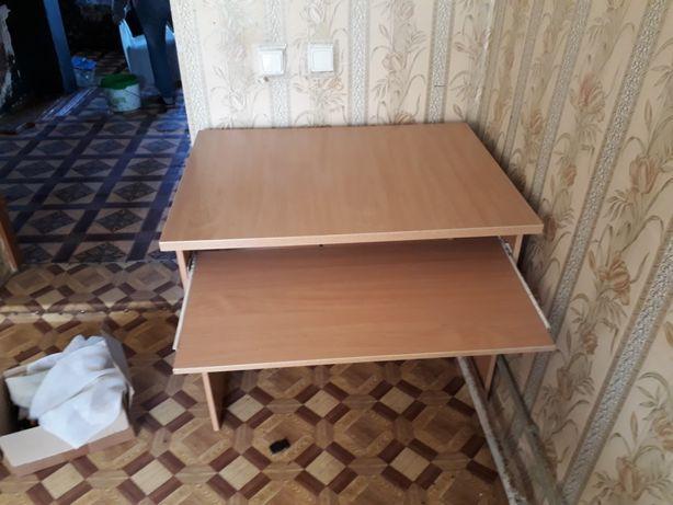 Продам мебель : стол компьютерный,шкаф купэ. Кровать.