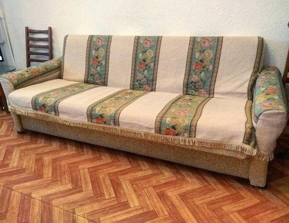 Продам диван и два кресла (комплект весь раскалывается)