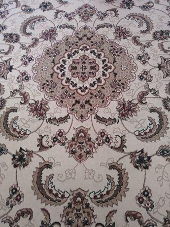 Продаю ковёр в хорошем состоянии