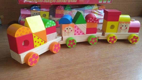 Намаление! Голям дървен влак - конструктор с 3 вагона и кубчета 22бр.