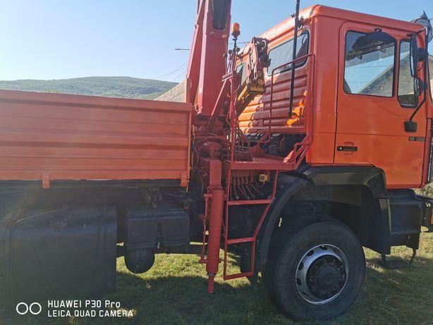 Camion 4x4 cu macara