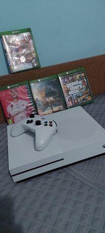 Vând Xbox one s 1Tb +maneta și jocuri