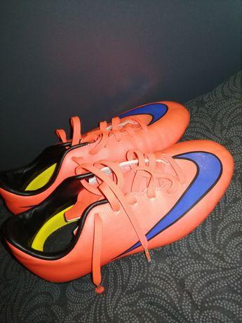 Оригинални футболни бутони Nike