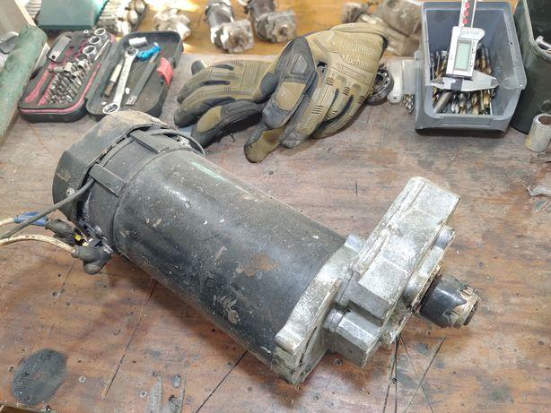 Motor DC 24v 38a 180rpm 700w cu reductor