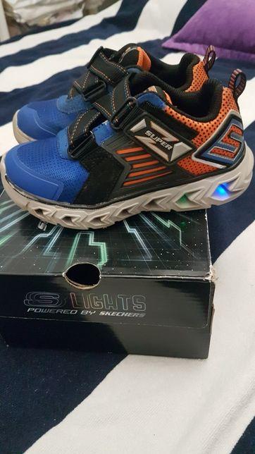 Продам кроссовки с подсветкой