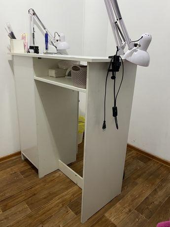 Продам маникюрные столы в очень хорошем состоянии. Как новые. Делала н