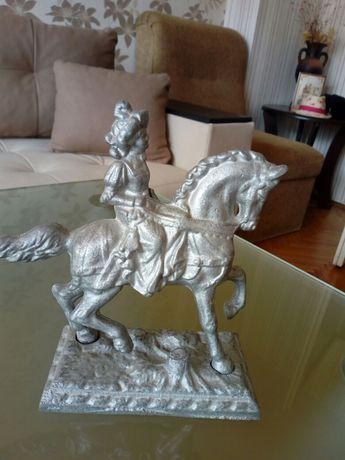 Статуетка кон