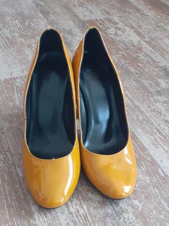 Pantofi cu tocul gros
