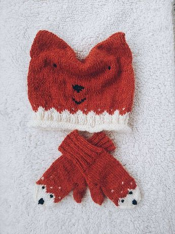 Căciulă și mânuși tricotate manual