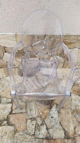 Scaune ghost transpatente model deosebit