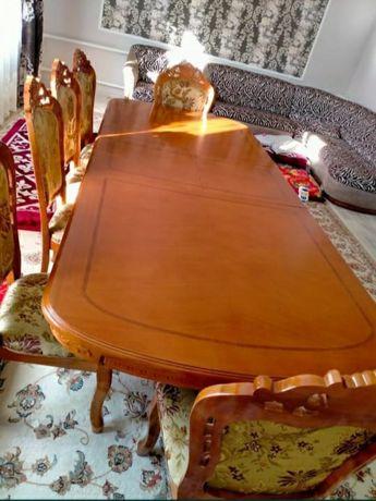 Продам гостиный стол стульями