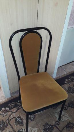 Продавам столове тръбна конструкция 2 броя в много добър вид.