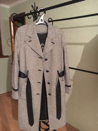 Прадам пальто турецкой . Пальто в хорошим состояние !