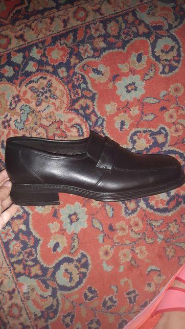 Pantofi noi Denis