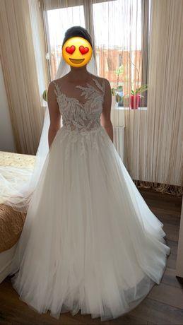 Vând rochie de mireasa(fără tash the dress) plus diadema par jubile