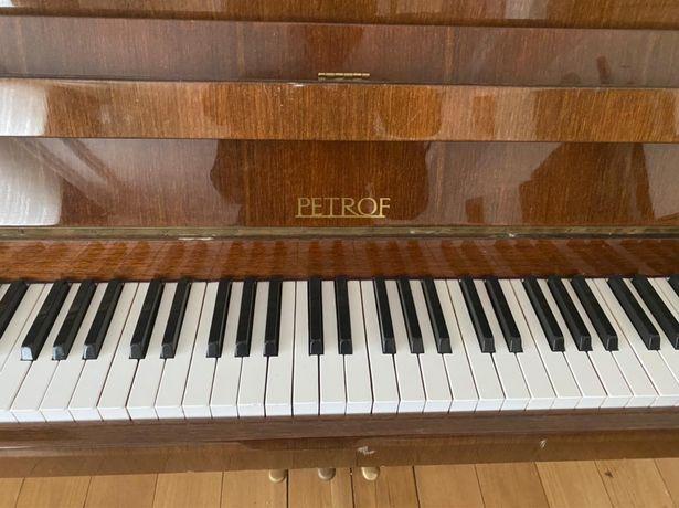 Продаем фортепиано PETROF