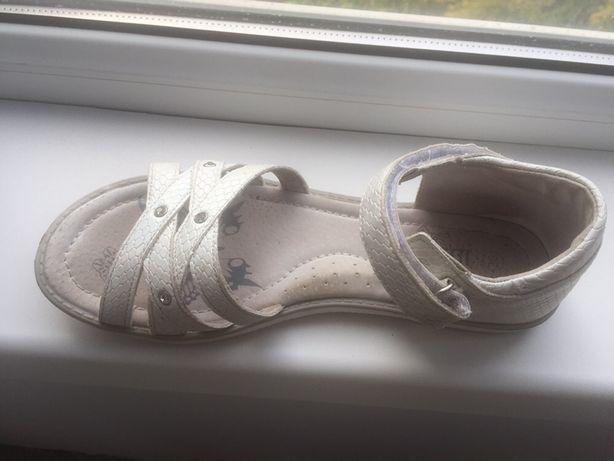 Продам классные сандалии