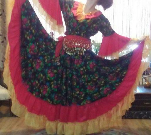 Costum pentru dansuri tiganesti