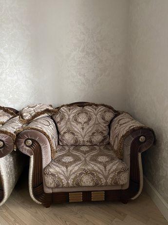 Продается диван и 2 кресло в отличном состояний