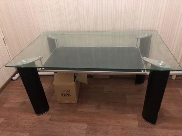 Продаётся стеклянный кухонный стол!