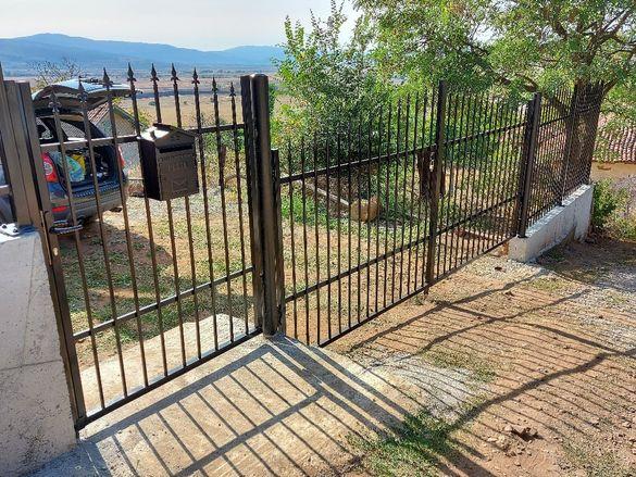 Метални огради и портални врати