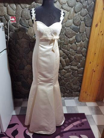 Официанла/сватбена рокля екрю