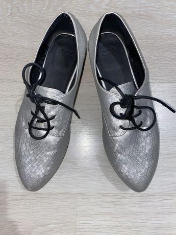 Pantofi piele model deosebit