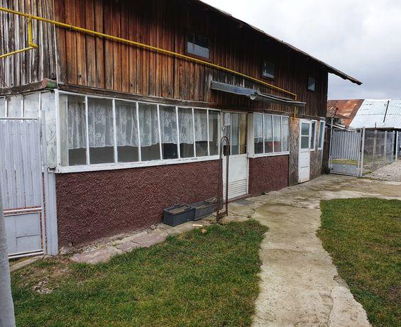 Vand teren+casă