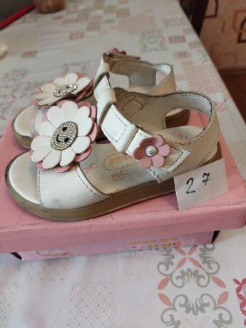 5 разных пар: Продам разную детскую обувь летняя