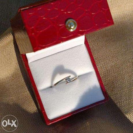 inel logodna aur alb 14k 2grame cu briliant 0.10k certif autenticitate